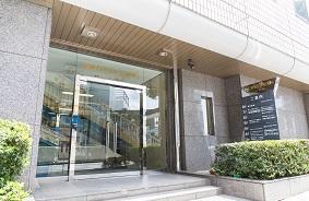 ヨコハマジャスト1号館6Fが当事務所です。